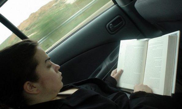 czytanie-podczas-jazdy-600x362
